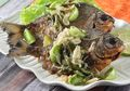 Masak Yuk! Ikan Bawal Siram Cabai Hijau ini Sangat Mudah Dibuat, Lo