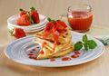 Yuk, Belajar Membuat Sarapan Ala Barat dengan Resep Waffle Saus Stroberi