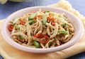 Makan Malam Dengan Tumis Ayam Suwir Petai, Bikin Kita Jadi Lupa Kenyang, Deh!
