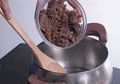Supaya Kentalnya Pas, Perhatikan Hal Ini Saat Membuat Saus Gula Merah Untuk Kue Tradisional
