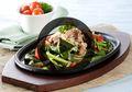Bukan Cuma di Restoran Bintang Lima, Kangkung Hot Plate Juga Bisa Hadir di Rumah Dengan Resep Ini!