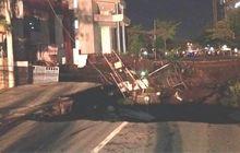 Menegangkan, Detik-Detik Jalan Raya Ambles Di Surabaya, Kayak Gempa