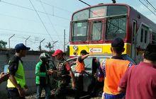 Menunduk Terobos Palang Pintu Kereta, Dua Pemotor Tewas Terseret 100 Meter