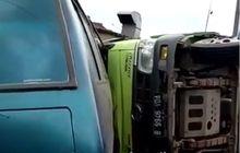 Truk Tak Berhenti Hajar Motor dan Minibus, Muatan Besi Tumpah
