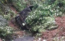 Tenaga Kendur di Tanjakan, Truk Nyemplung ke Jurang Sedalam 10 Meter