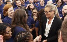 6 Perubahan Besar di Apple Saat Angela Ahrendts Menjabat SVP Retail