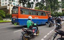 Waduh! Roda Metro Mini Lepas di Kebayoran Baru, Jalanan Tergores 10 Meter