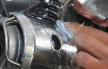 Waspada Air Hujan, Hilangkan Karat pada Komponen Motor Pakai Soda