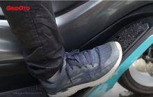 Anti Kotor! Tonton Video Tutorial Bikin Karpet Pelapis Dek Motor Matic