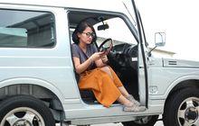 Wah Keren Banget, Ibu Guru Cantik Lebih Milih Naik Suzuki Jimny