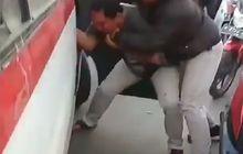 Jalan Raya Serang Mencekam, Sopir Angkot Terlibat Duel dengan Pemotor, Darah Mengucur di Wajah