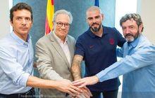 resmi, si gundul victor valdes pulang dan tangani barcelona u-19