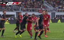 VIDEO - Main Kasar, Eks Striker Man United Wayne Rooney Dikartu Merah