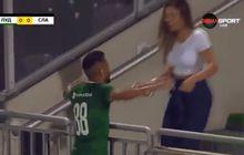 video - momen selebrasi romantis pemain brasil yang berakhir dengan memalukan