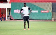 Manajer Bhayangkara Solo FC Bantah Isu Kepindahan Ezechiel Ndouassel ke Persib Bandung