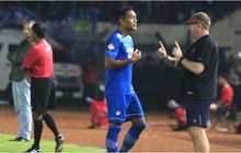 Pelatih Persib Bandung Akui Tak Minta Omid Nazari Hengkang