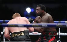 Rematch Terlalu Cepat, Promotor Kondang Ini Ingatkan Petinjunya dalam Bahaya