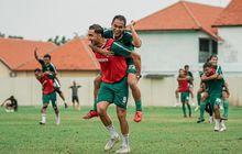 Variasi Latihan dari Pelatih Persebaya, Skuad Bajul Ijo Dihukum Gendong-gendongan