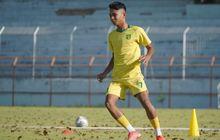 Masuk Daftar Pemain Muda Terbaik Versi Guardian, Aji Santoso Wanti-wanti Marselino Ferdinan