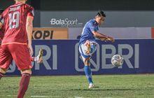 Tendangan Apik Febri Hariyadi dan Ezra Walian Bawa Persib Ungguli Bhayangkara FC di Babak Pertama