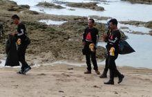 Salut, Peringati Hari Sumpah Pemuda, BMC Tarumanegara Bersih-bersih Pantai Carita
