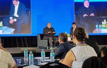 Steve Wozniak Dapat Hadiah iPhone X dari Tim Cook