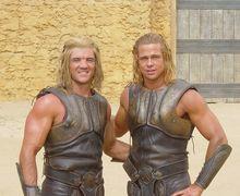 Jarang Terekspos 5 Stuntman yang Tak Kalah Tampan dengan Aktor Aslinya