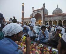 Bersyukurlah Tinggal di Indonesia, Karena Umat Muslim di Negara Ini Berpuasa Hingga 23 Jam!