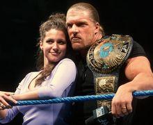"""Inilah 3 Pasangan Suami-Istri Paling """"Mematikan"""" di WWE"""