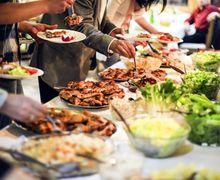 Hindari Berlebihan Makan Saat Liburan Dengan Cara Berikut Ini