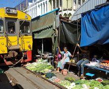 Pasar Maeklong, Pasar yang Berjarak 2 Sentimeter dari Rel Kereta