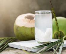 7 Manfaat Air Kelapa yang Semuanya Bisa Memudahkan Kita Langsing!