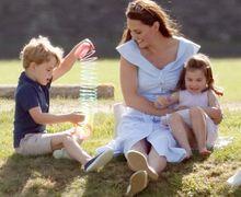 20 Foto Momen Manis Kate Middleton Bersama Anak-anaknya. Adorable!