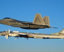 Melintas di Kawasan Arktik, 2 Pesawat Pembom Rusia Dicegat Jet Tempur AS