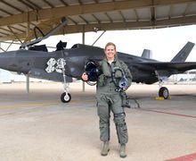 Bertemu dengan Pilot Perempuan Pertama yang akan Menerbangkan Pesawat Siluman F-35