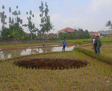 Lubang Misterius Sedalam 6 Meter Muncul di Sukabumi, Peristiwa Mistis atau Sains?