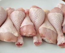 Beda dengan Ayam Kampung, Mengapa Daging Ayam Broiler Warnanya Pucat?
