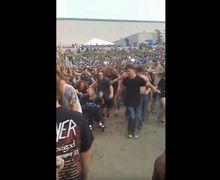 Gokil! Nenek Berkursi Roda Ini Ikut Mosh Pit di Konser Slayer!