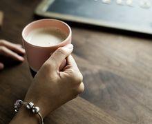 Gak Cuma Enak, Paduan Madu dan Susu Juga Simpan 4 Manfaat Ajaib Ini