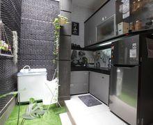 Cantiknya Nuansa Monokrom di Dapur Mungil Berukuran 2 Meter Persegi