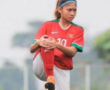 Gaya Zahra Muzdalifah di Luar Lapangan Sepak Bola Banjir Pujian