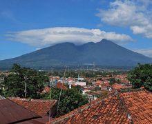 Gunung Salak Dikabarkan Erupsi, Bagaimana Tanda-Tanda Gunung Akan Meletus?