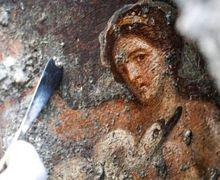 Lukisan Erotis Ratu Leda dan Angsa Ditemukan di Reruntuhan Pompeii