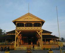 Ada Kaca Seribu dan Al Quran, Yuk Kunjungi Istana Kadriah yang Berarsitektur Tradisional