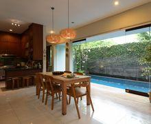 Bersebelahan dengan Kolam Renang, Dapur dan Ruang Makan ini Adem Banget!