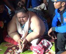 VIDEO: Proses Evakuasi Titin Wati yang Alami Obesitas, 20 Orang Personel Dikerahkan untuk Mengangkutnya