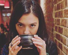 Artis Tanpa Antis, Raline Shah Dipuji Warganet Cuma Gara-Gara Minum Ini Saat Makan Malam Di Ulang Tahun Dipo Latief