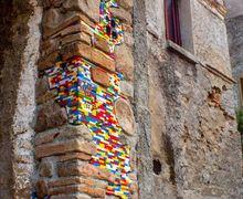 Tak Biasa, Seniman dari Jerman Ini Renovasi Gedung Menggunakan Lego!