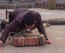 Kisah Shi Jungke, Pria yang Angkut Batu Bata dengan Mulut dan Hidup Sebagai Tulang Punggung Keluarga