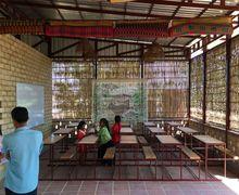 Bukan Batu Bata, Sekolah Ini Bangunannya Serba Alami Sampai Gunakan Campuran Singkong!